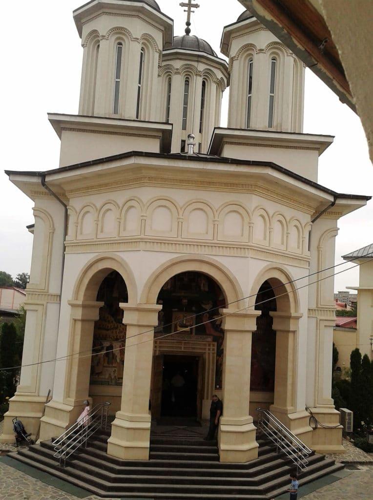 Finisare-complexa-biserici-exterior-2