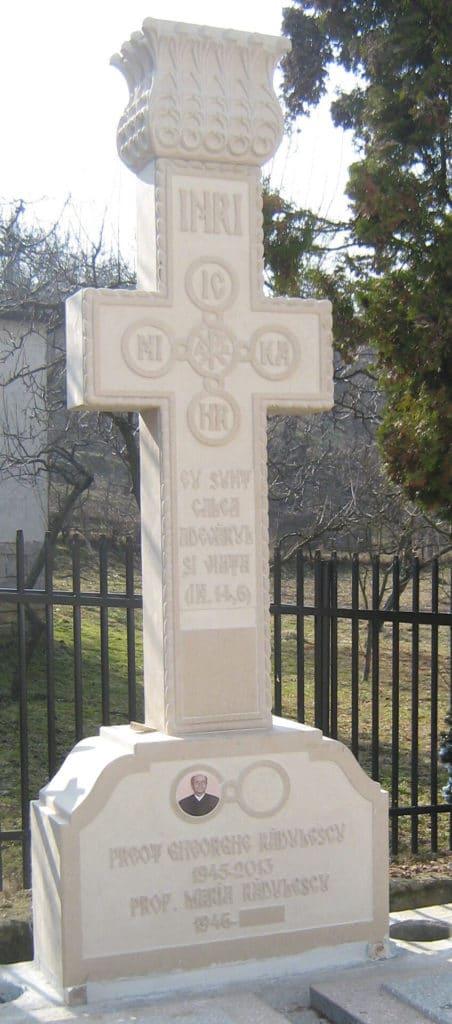 Monumente-funerare-lux-2